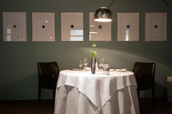 osteria-francescana-dining-room-table-credit-paolo-terzi