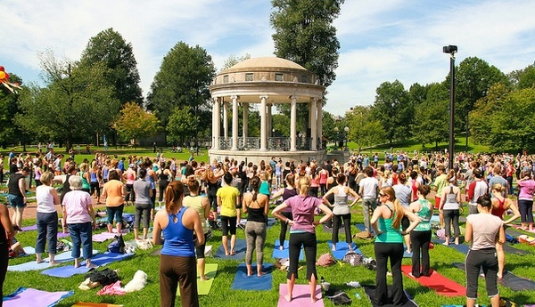 yoga-in-the-city-4102013-214457_panoramic