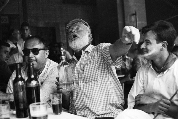 ernest-hemingway-at-the-bar-in-havana