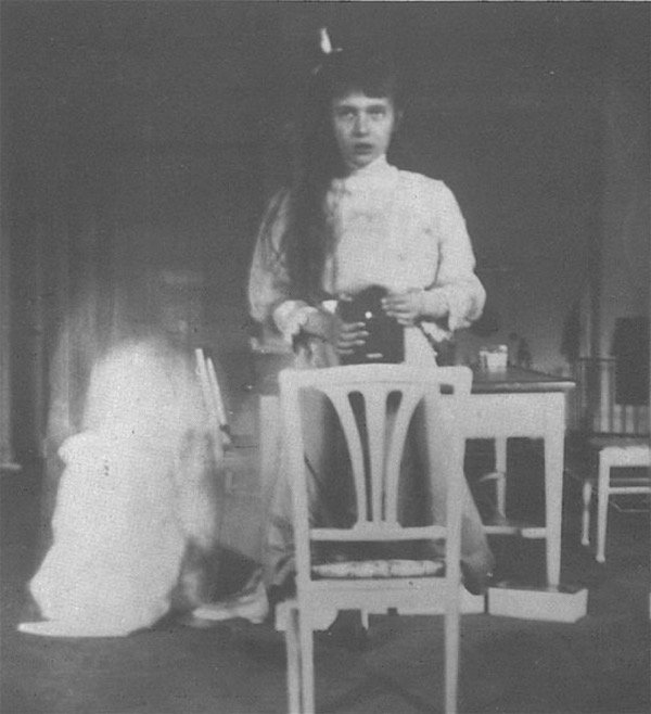 grand_duchess_anastasia_nikolaevna_self_photographic_portrait-2