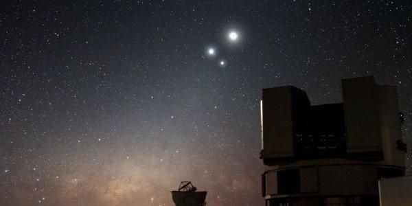 landscape-1435693573-celestial-conjunction-at-paranal