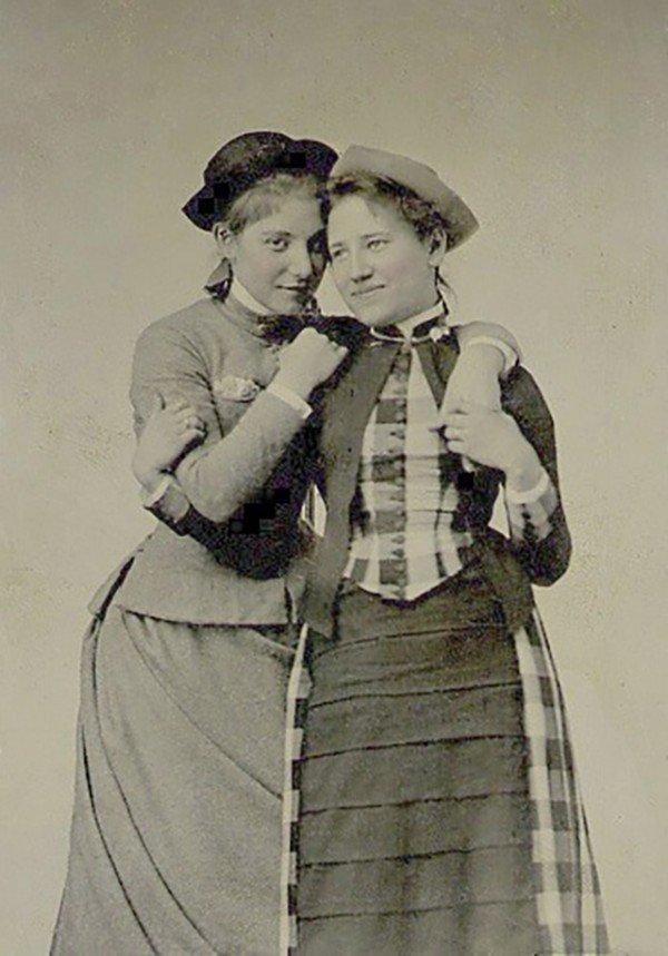 1887-Mount-Holyoke-students-lg