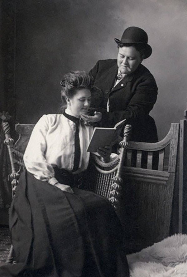 1900-Anna-Moor-and-Elsie-Dale