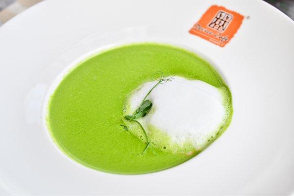Крем-суп из шпината с острой пеной - 95 грн