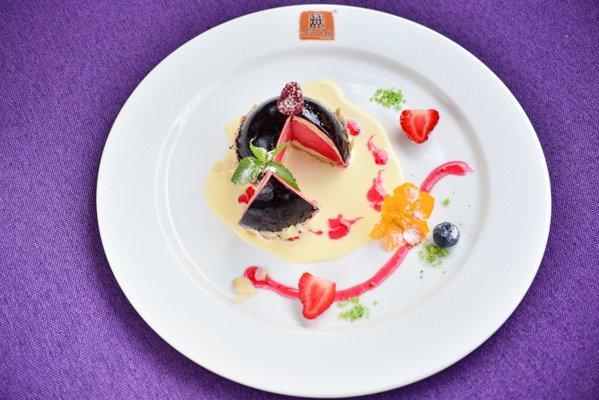 Фисташковый мусс с ягодным сорбетом - 120 грн