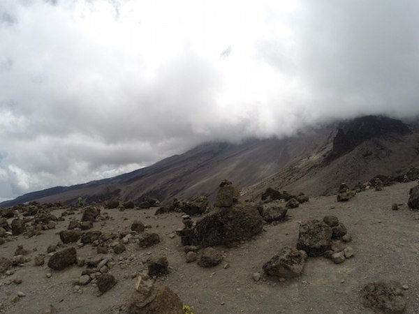 Килиманджаро. Вид. Камни