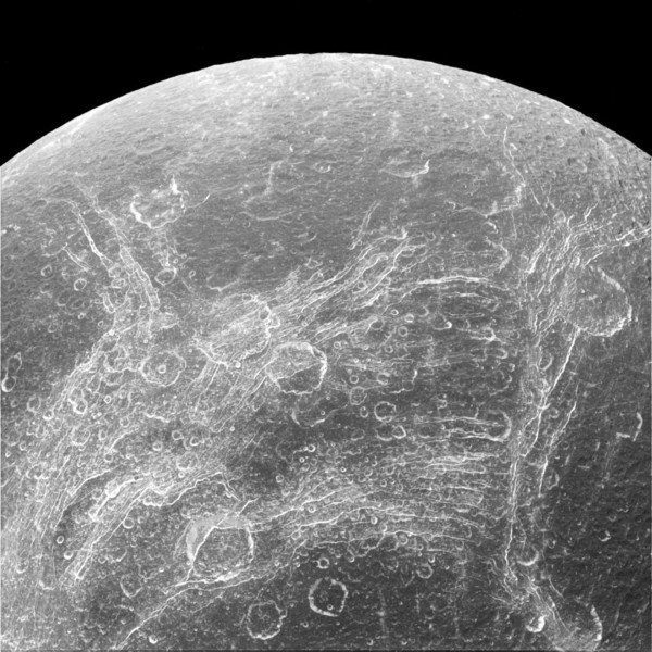 Chasms on Saturn's moon Dione