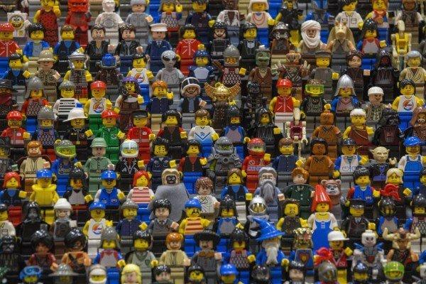 1442843356-1442601352-lego-figures
