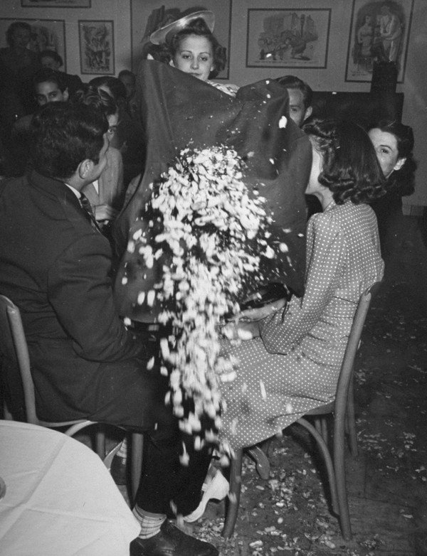 A woman throwing the crumbs from the tab