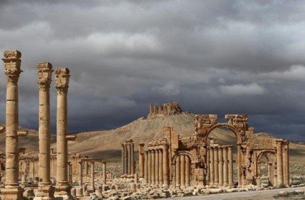 Palmyre-la-perle-antique-du-desert-syrien_article_popin