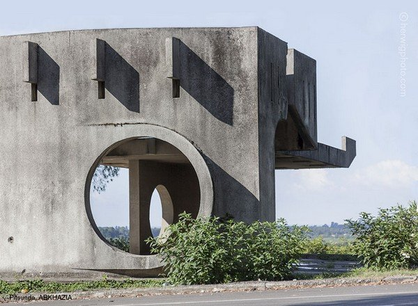 strange-beautiful-bus-stops-soviet-christopher-herwig-27