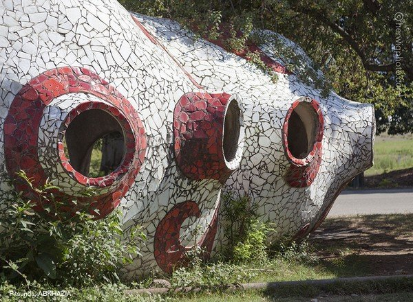strange-beautiful-bus-stops-soviet-christopher-herwig-29
