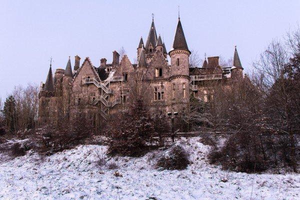 1444765889-1444331816-abandoned-belgium-castle