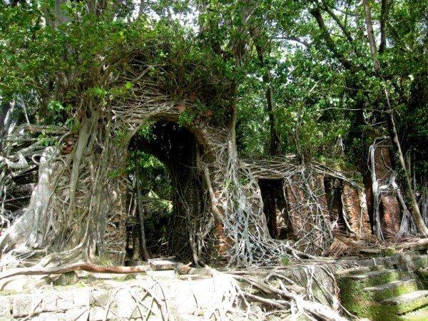1444765890-1444331443-abandoned-ross-island