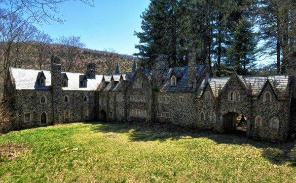 1444766034-1444332247-abandoned-dundas-castle