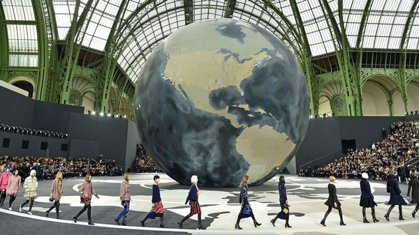 54bc662ae16e0_-_hbz-dec-jan-2014-100-years-of-chanel-24-2013
