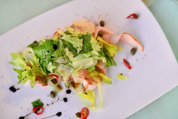 Салат с копченой индейкой и сельдереем -  96 грн
