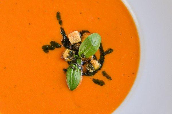 Густой тосканский томатный суп с пармезаном и домашним хлебом - 64 грн
