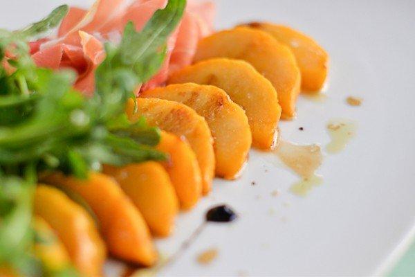 Салат с запеченной карамельной тыквой, пармой и рукколой - 76 грн