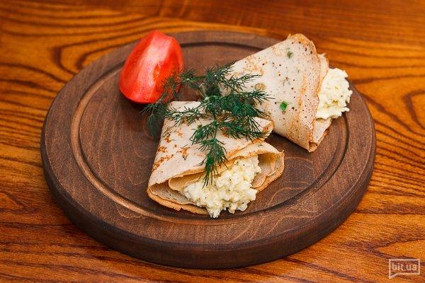 Еврейский салат в блинчиках с зеленым луком - 150 гр, 75 грн
