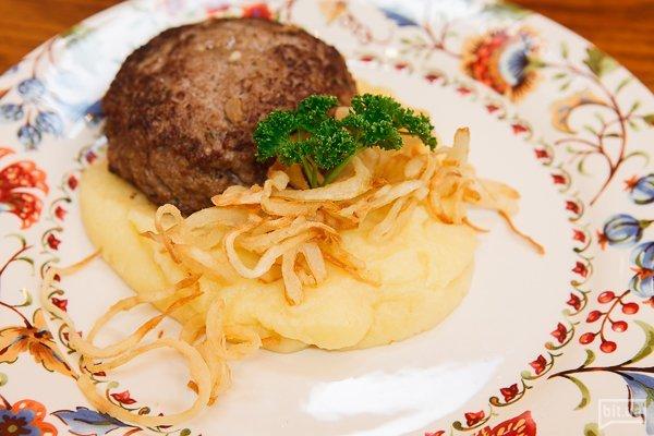 Сиченик из баранины с картофельным пюре с сельдереем и кольцами лука - 200 гр, 168 грн
