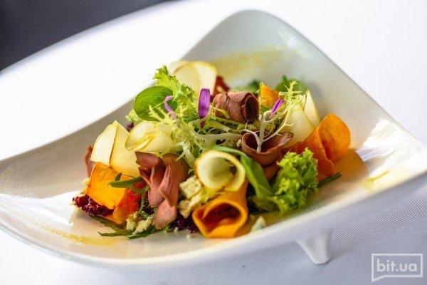 Салат с утиным филе, тыквой и сыром Дор Блю - 145 грн
