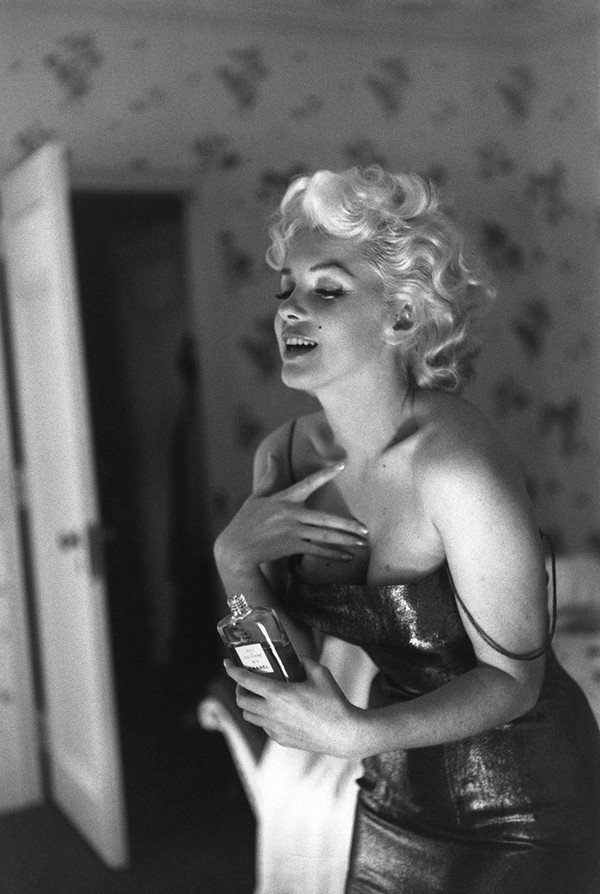 marilyn-monroe-chanel-n5-paris-photo1