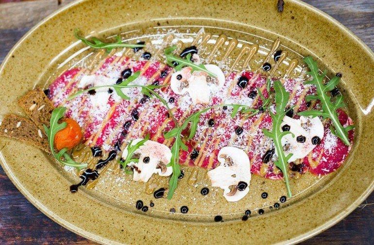 Трио тартаров из телятины, с маринованным халапеньо, ворчистером и дижонской горчицей - 160 грн