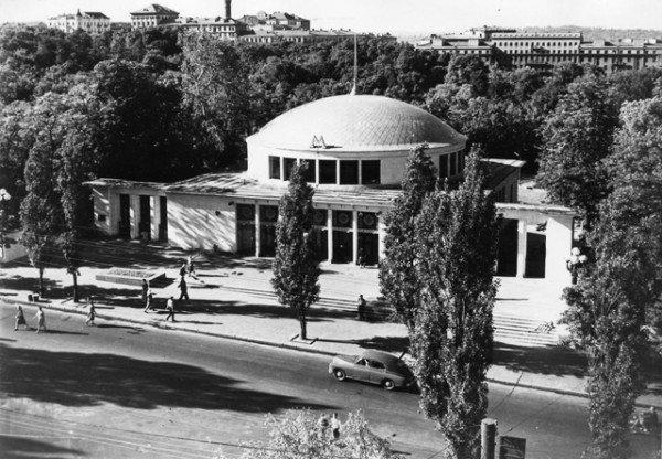 Метро-Університет-вигляд-з-боку-бульвару-Шевченка