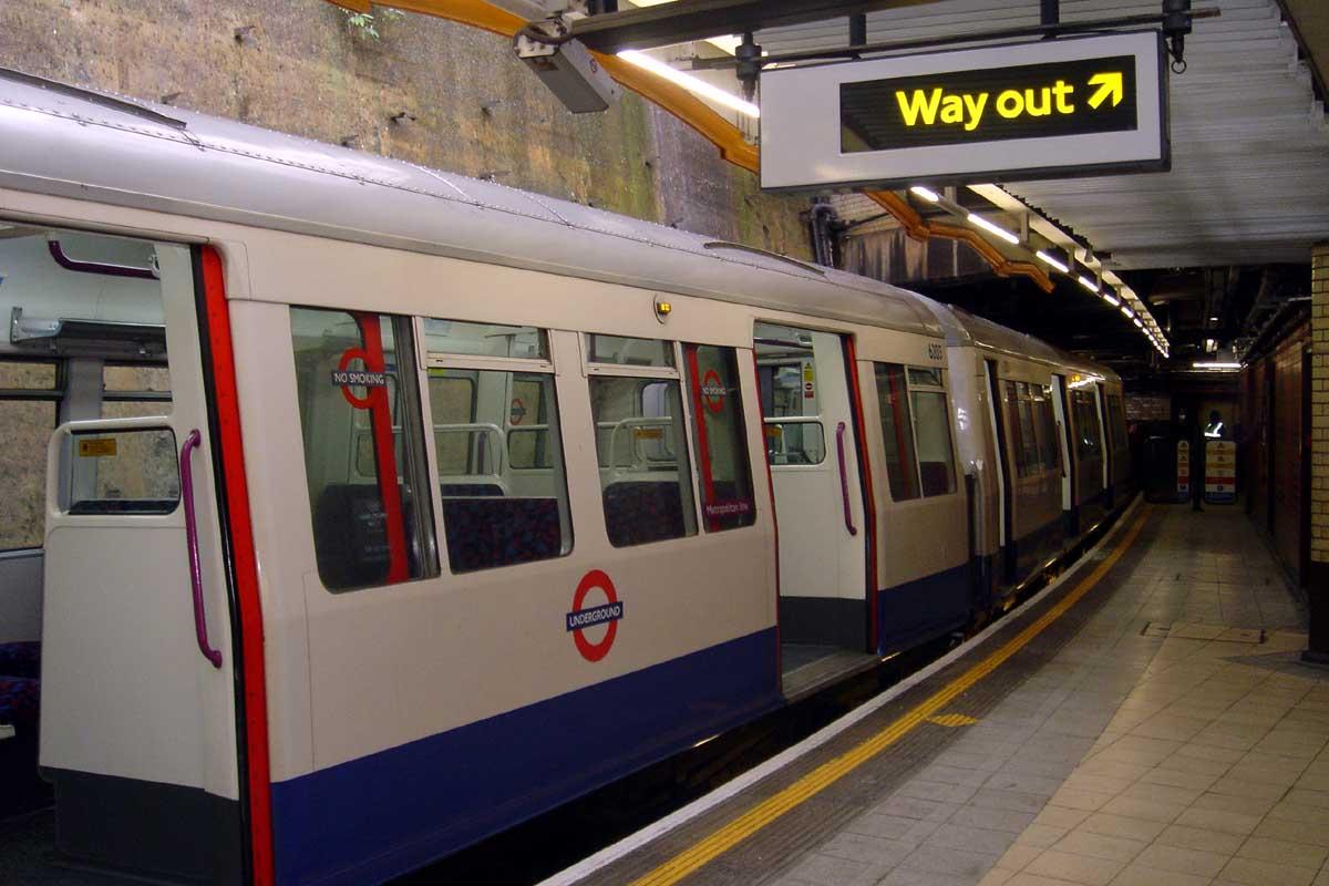 london-underground-lf7u1-1