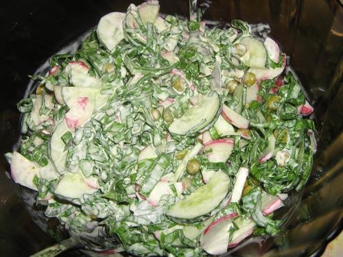 salat-iz-redisa-ogurtsov-i-zelenogo-goroshka-vitaminka