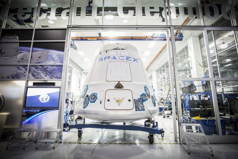 spacexs-dragon-capsule-will-be-one-of-the-first-commercial-spacecraft-to-launch-humans-into-space