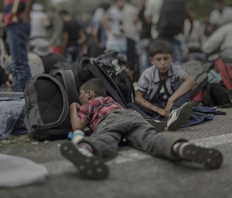 where-children-sleep-syrian-refugee-crisis-photography-magnus-wennman-16