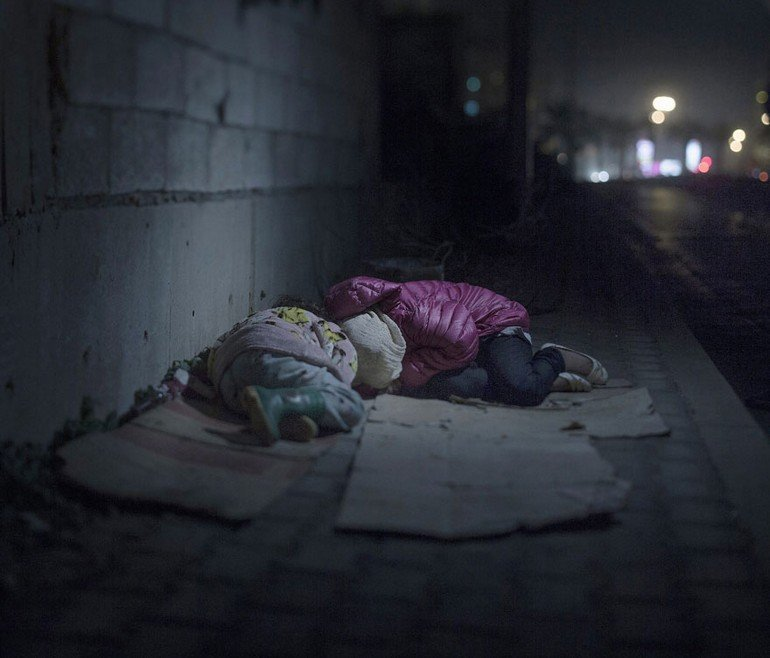 where-children-sleep-syrian-refugee-crisis-photography-magnus-wennman-8