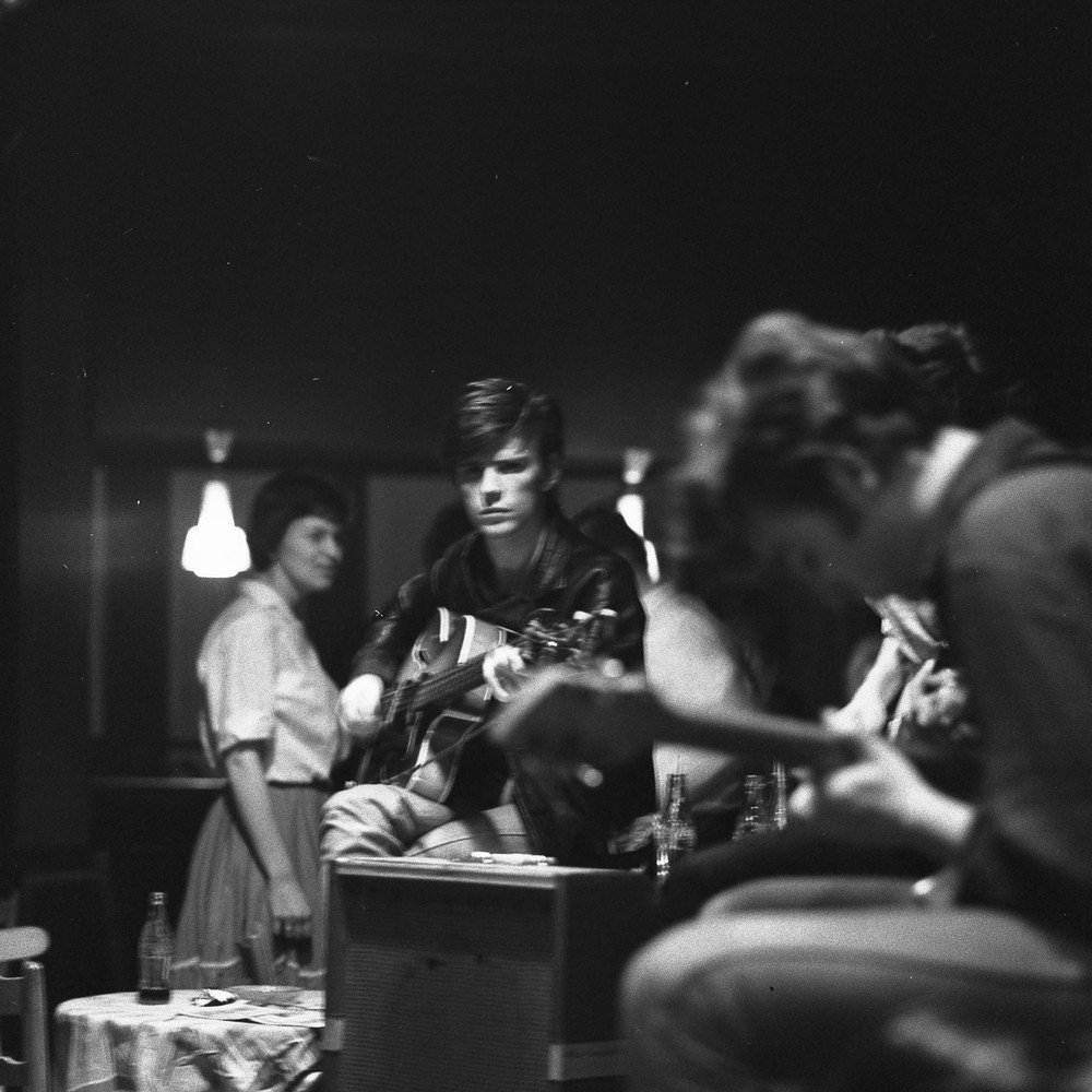 Photo of Stuart SUTCLIFFE and BEATLES