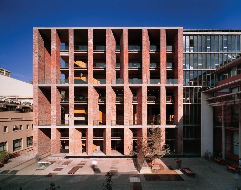 Alejandro-Aravena-Medical-School-01