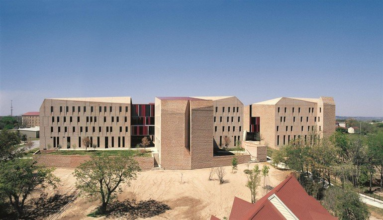 Alejandro-Aravena-St-Edwards-University-04