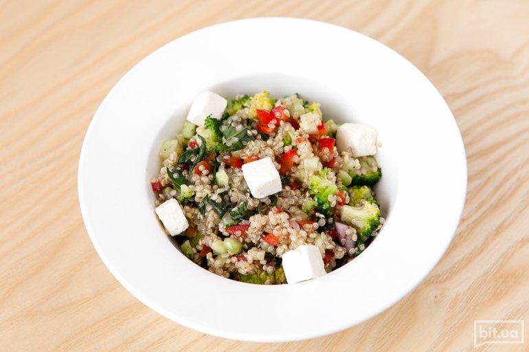 Салат с киноа - 69 грн