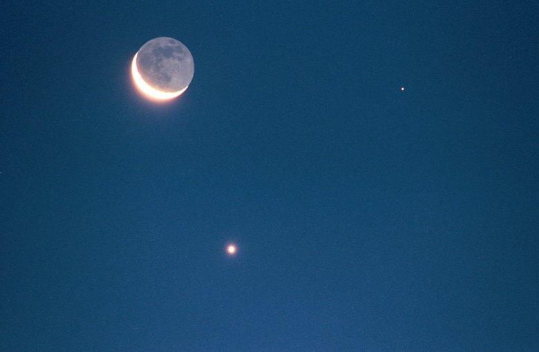 Moon_Venus_Mars_400mm_SkyNews[1]