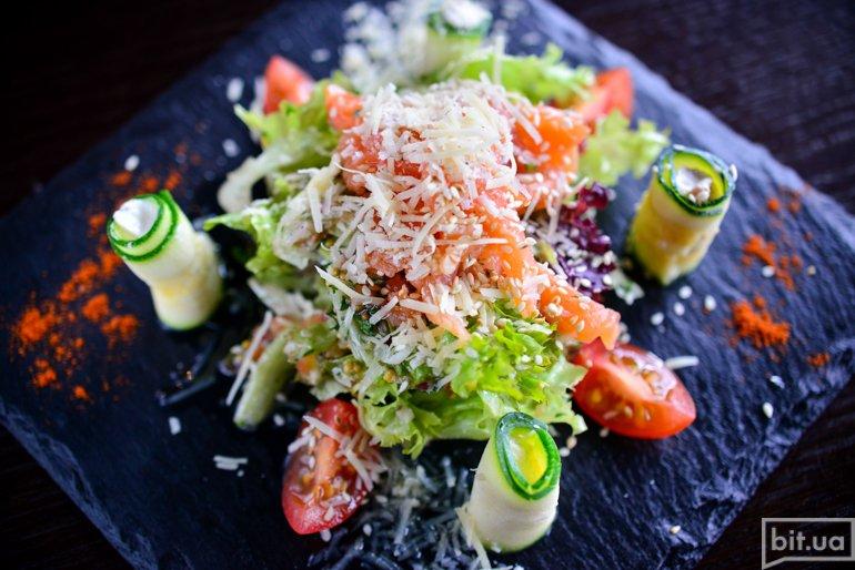 Салат с семгой гравлакс - 105 грн