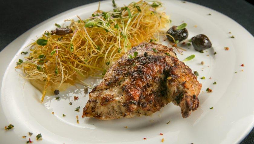 Цыпленок с пюре из карамелизированного пастернака и сеном из порея, 95 грн, 320 г