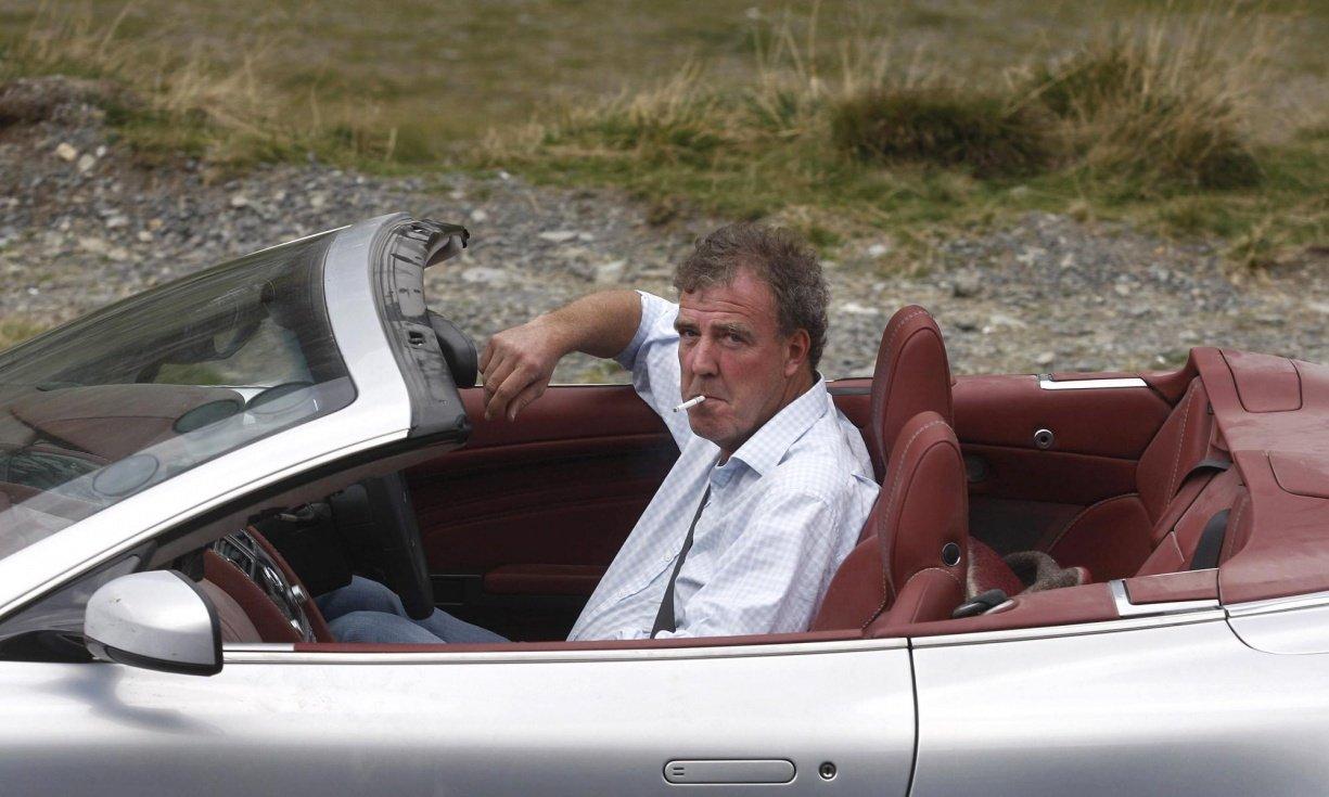Jeremy-Clarkson-smokes-cigarette-drives-car