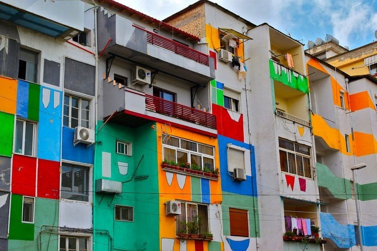 colorful-house-or-apartment-design-that-makes-it-looks-unique-beautiful-and-also-comfortable-from-the-outside