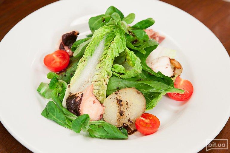 Салат с осьминогом - 239 грн