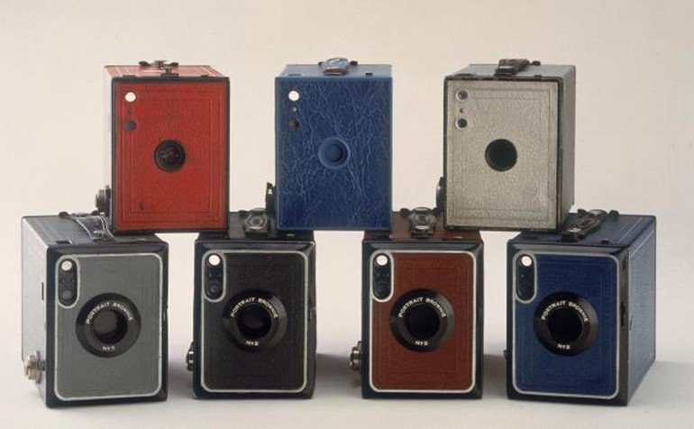 No 2 Portrait Brownie cameras in �fashion� colours, 1929-1935.