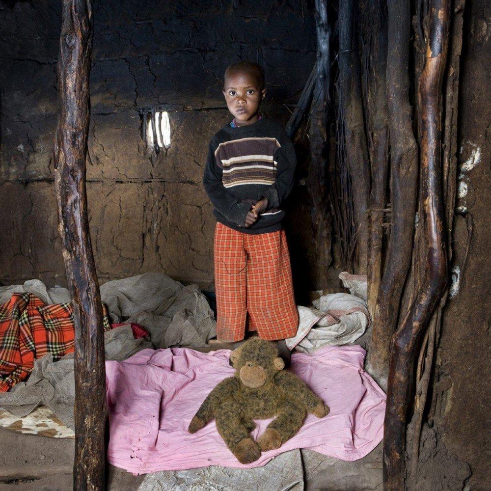 des-enfants-du-monde-entier-photographies-avec-leurs-jouets-109564