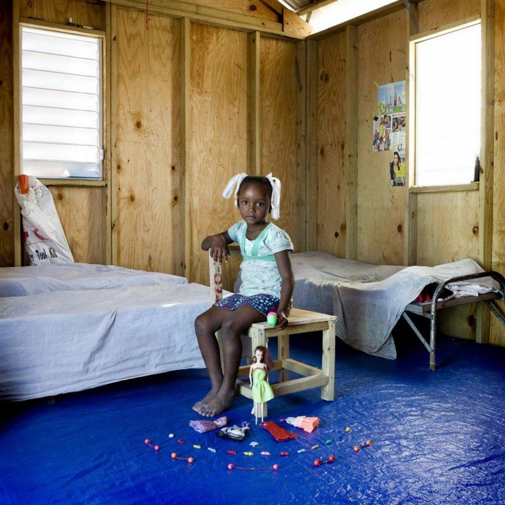 des-enfants-du-monde-entier-photographies-avec-leurs-jouets-414251