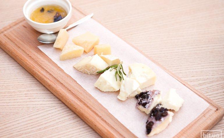 Сырное антипасти — 196 грн