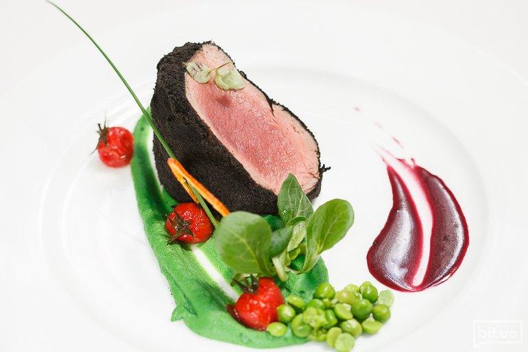 """Филе говядины """"Неро"""", приготовленное medium rare, с можжевеловым соусом - 325 грн"""
