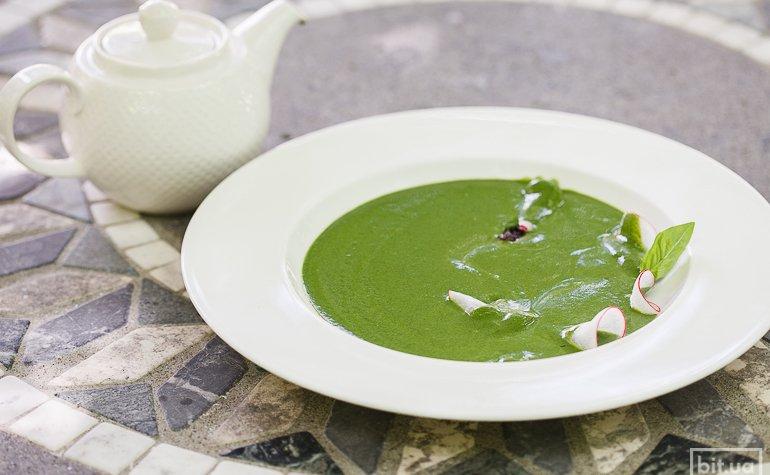 Крем-суп из крапивы со сморчками и свежим редисом — 154 грн